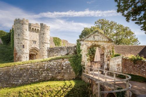 Carisbrooke-Castle-0321-